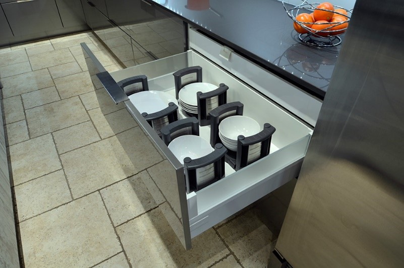 plate holder cabinet accessory